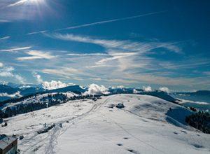 photographie aérienne par drone du semnoz enneigé en hiver