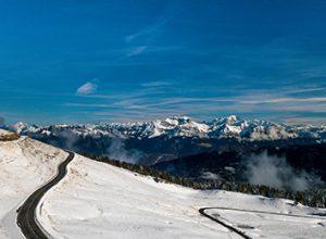 photographie aérienne par drone semnoz enneigé et mont blanc