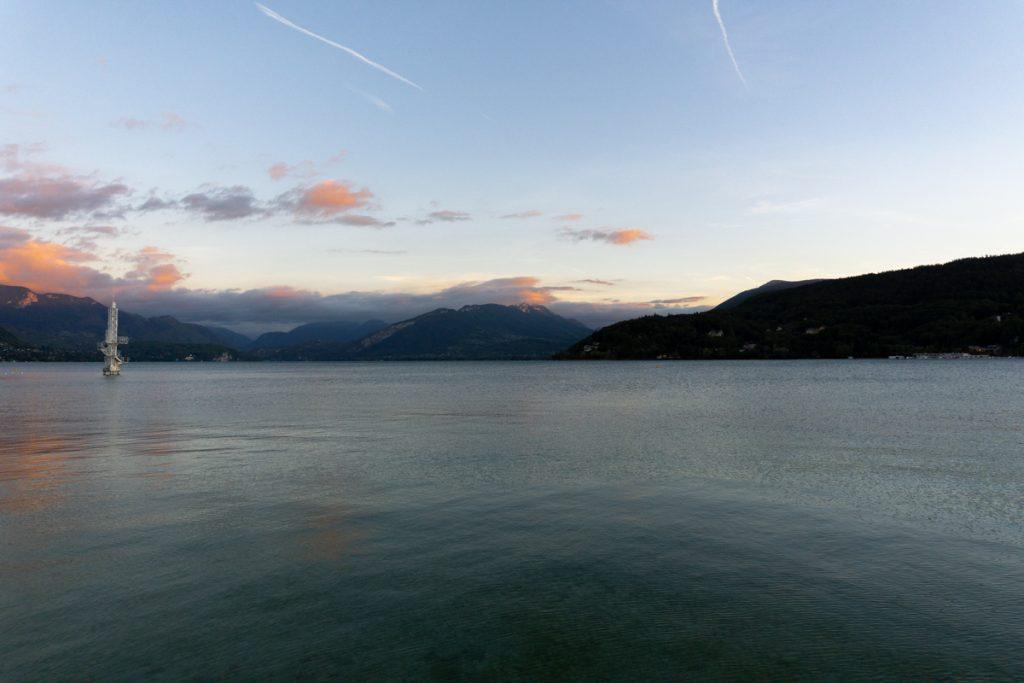 photographie coucher de soleil ville et lac annecy by lafelt