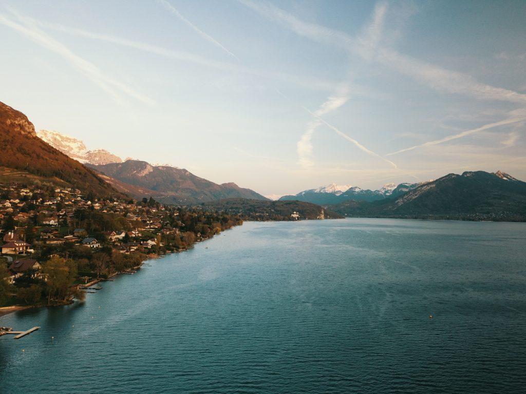photographie coucher de soleil ville veyrier et lac annecy by lafelt
