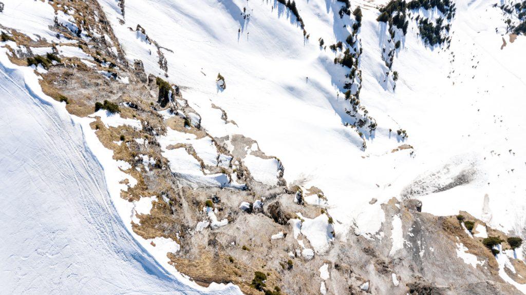 photographie aérienne par drone montagne enneigée au Beaufortain